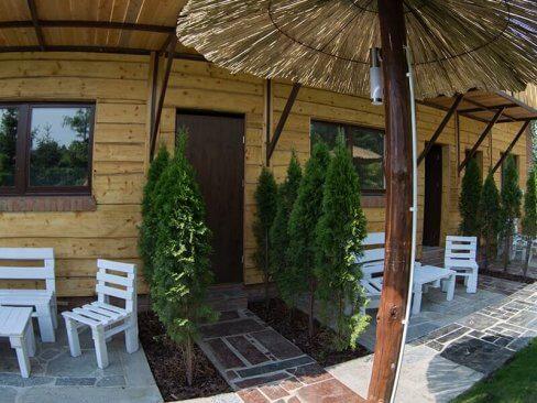 Ogródek przy ośrodku wypoczynkowym w Cichowie