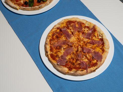 Pizza włoska w Cichowie